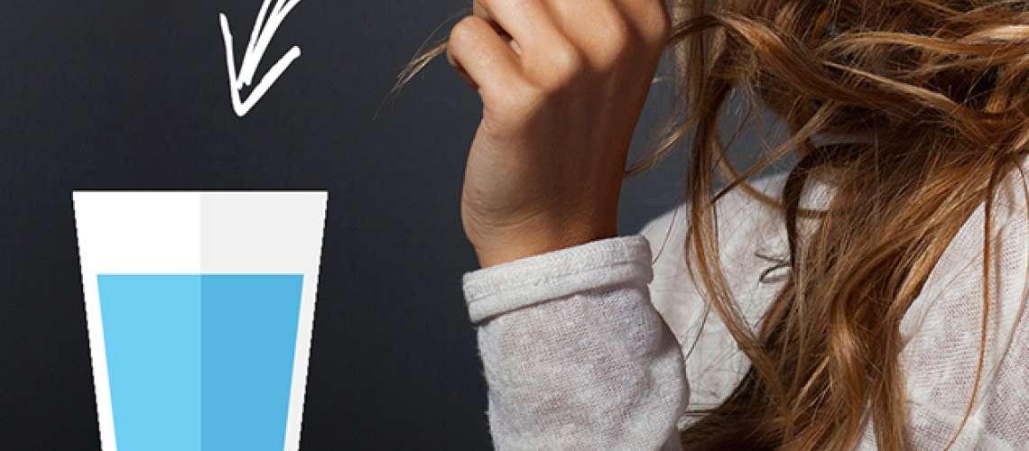 Test s kozarcem vode: So vaši lasje porozni?