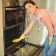 Očistite pečico brez strupenih kemikalij.
