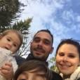 Družina Teje in Janija se bo povečala še za enega člana.