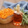 Olje rakitovca je dragoceno zlasti na področju nege kože, saj vsebuje palnitoleinsko kislino in karoten, ki čudovito gladita kožo.