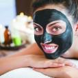 Nikoli in nikakor črne maske ne nanašajte na poškodovane dele obraza, kot so ureznine ali odrgnine. Če jo boste nanesli na obrvi, si boste ob odstranjevanju z obraza potegnili tudi te.