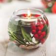 Lepo, kajne? V steklen kozarec natočite vodo, dodajte liste in plodove bodike ter čajno svečko.