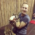 Filip Pesek se je na Tajskem čisto zaljubil v mladička tigra.