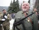 """""""Partizani"""" s puškami in brzostrelkami paradirajo po Dražgošah – kdo je to sploh dovolil?"""
