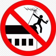 Zaradi selfija padel s strehe štirinadstropne stavbe