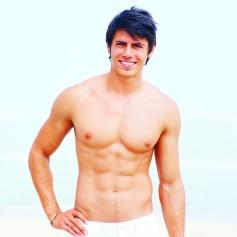 Handsome-man-no-shirt