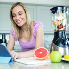 sadje,mešalnik ženska