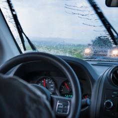 voznik, vožnja, dež, padavine