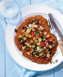 Panirani zrezki z grško solato