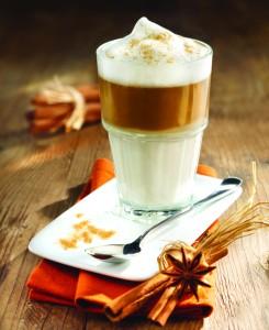 Vroči napitki: Kava z marcipanom in šipkov punč