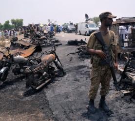 pakistan, cisterna, nafta, požar