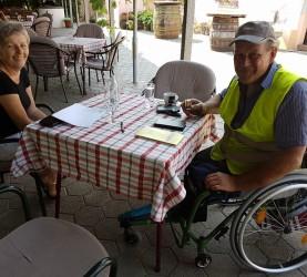 Dušan Pungartnik in njegova žena sta popotnika povabila na kavo