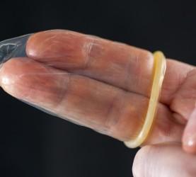 kondom, prst