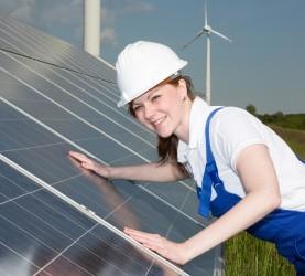 inštalaterka sončne energije