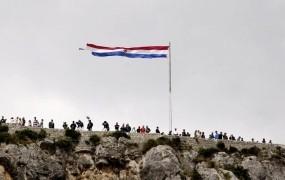 """Hrvati slavijo zmago v Nevihti, Srbi kritizirajo """"ustaški režim"""""""