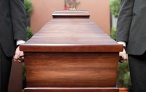 Popust pri pogrebu za starejše voznike, ki se odrečejo vozniškemu dovoljenju