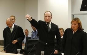 Zloglasni Breivik si je spremenil ime; kličite ga Fjotolf Hansen