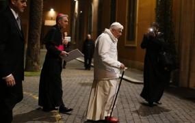 La Repubblica: Papež odstopa zaradi spolnih in finančnih afer v Cerkvi