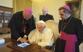 Papež v 24 urah z več kot pol milijona sledilcev na Twitterju