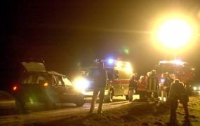 Smrt v ognju: v razbitinah gorečega vozila ostali ukleščeni dve najstnici