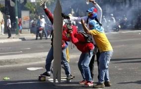 Število žrtev v protestih proti Maduru raste