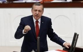 """Erdogan zmerja """"rasistično, fašistično in kruto"""" EU; v Bruslju vse manjša podpora turškemu članstvu"""