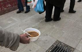 V Grčiji zaradi krize povečali brezplačne obroke za učence