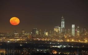 Zaradi vetra preložili svečan začetek dograditve konice novega WTC v New Yorku