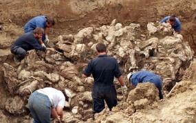 Za pokol v Srebrenici grozi srbskemu generalu dosmrtna kazen