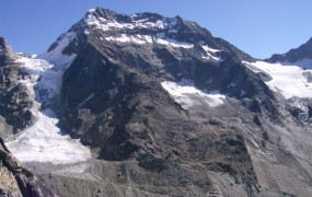 Pet alpinistov padlo v smrt