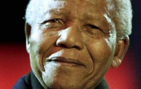 Nelson Mandela v bolnišnici zaradi vnetja pljuč