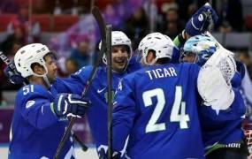 Slovenski hokejisti proti svetovnim prvakom Kanadčanom neobremenjeno
