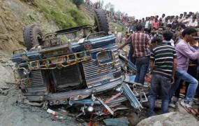 V avtobusni nesreči v Nepalu 35 mrtvih
