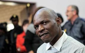 Južnoafričanu dosmrtni zapor zaradi umora belskega rasista