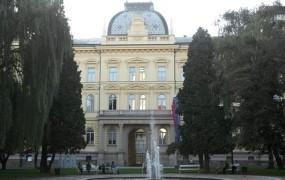 Univerza v Mariboru je zaposlenim dolžna štiri milijone evrov
