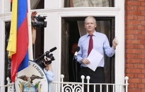 Assange: Obama, prenehaj z lovom na čarovnice