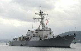 Ameriška vojaška ladja pred Dubajem streljala na čoln