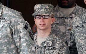 WikiLeaksovemu obveščevalcu Manningu grozi, da bo do konca življenja za rešetkami