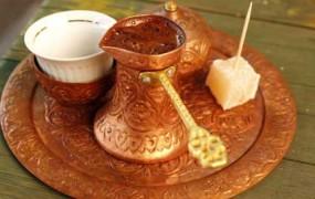 Hrvat pretepel stranko, ki je naročila »turško kahvo«