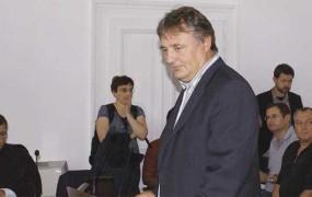 Delo, Slovenske novice in Janez Zemljarič družno nad Leljaka, danes sojenje v Sevnici