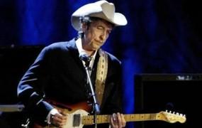 Bob Dylan končno prevzel Nobelovo nagrado