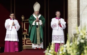 Papež zagnal sinodo o novi evangelizaciji