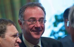 Srbski veleposlanik pri Natu na letališču skočil v smrt