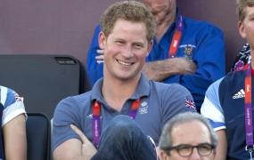Britanski tabloid vendarle objavil gole fotografije princa Harryja