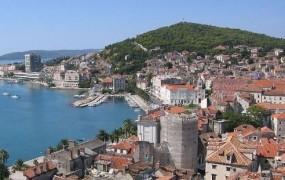 Na truplu iz morja pri Splitu odkrili sledi trpinčenja