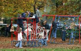 Avstrijci bi nižali otroške dodatke zaposlenim iz drugih držav; Madžari jim grozijo s protiukrepi