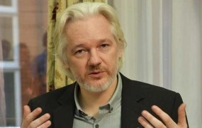 Assange: Predam se Američanom, če Obama izpusti Chelsea Manning
