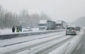 Nizke temperature po Evropi zahtevajo življenja