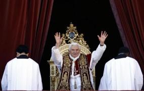 Papež v božični poslanici »v imenu tistih, ki nimajo svojega glasu«