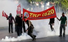 Praznovanje 1. maja v svetu zaznamovali protesti